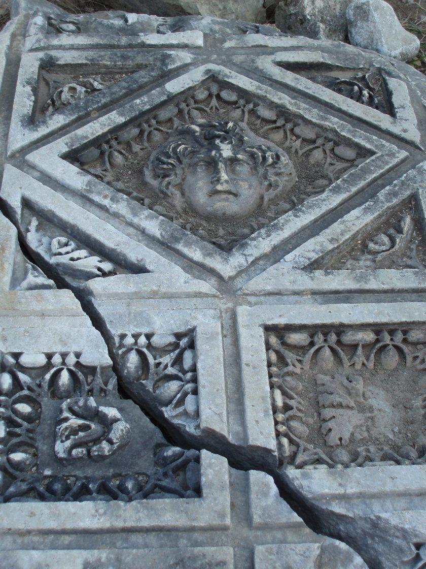 sculpture de la ville antique de Perge en Turquie